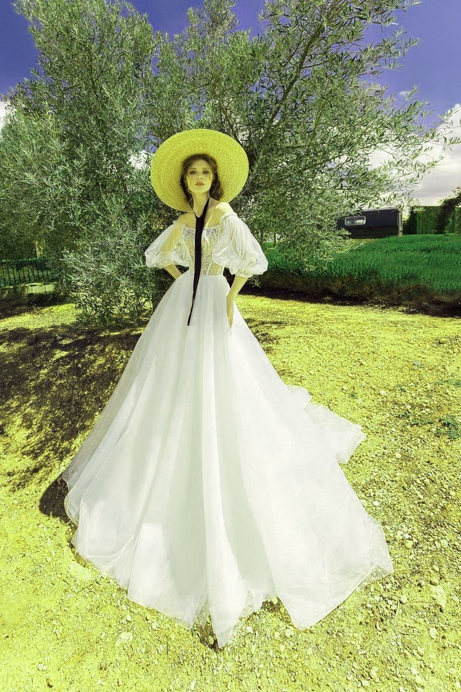 Short Wedding Dress With Sneakers Wedding Dresses Dresses Red Wedding Dresses [ 1368 x 912 Pixel ]