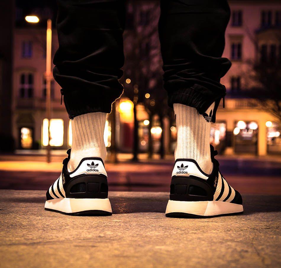 Schwarzer adidas Originals N-5923