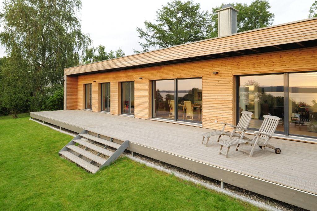 Traumhaus modern holz  Flach Bungalow mit Holz Terrasse | Chakvi | Pinterest | Terrasse ...