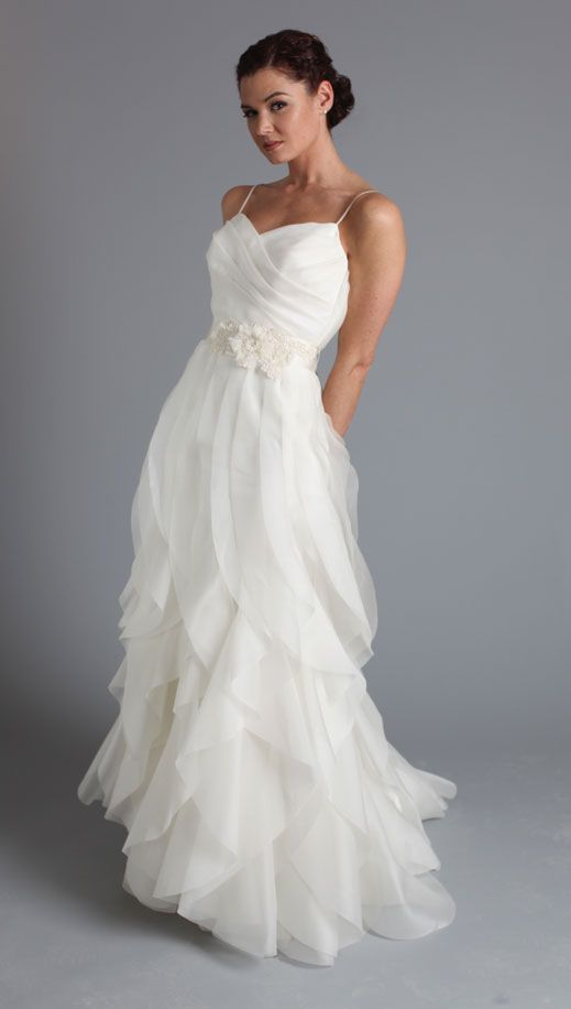 White Wedding Dresses Long Gown Ruffled Gowns Tulle Bridal Dress Simple Brides With Spaghetti Straps