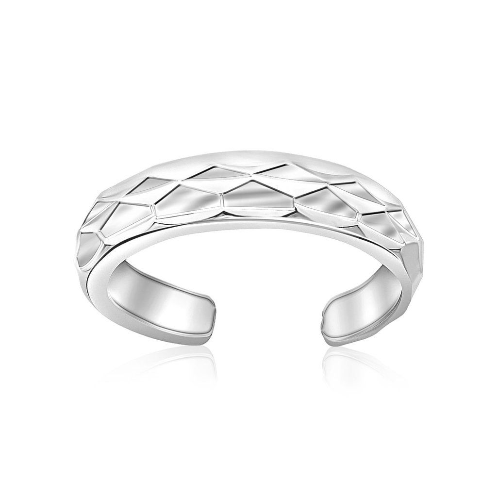 Diamond cut patterns render this open style toe ring fabulously chic. Beautiful and shiny in rhodium finished sterling silver.Specification Approx Weight: 0.9 g