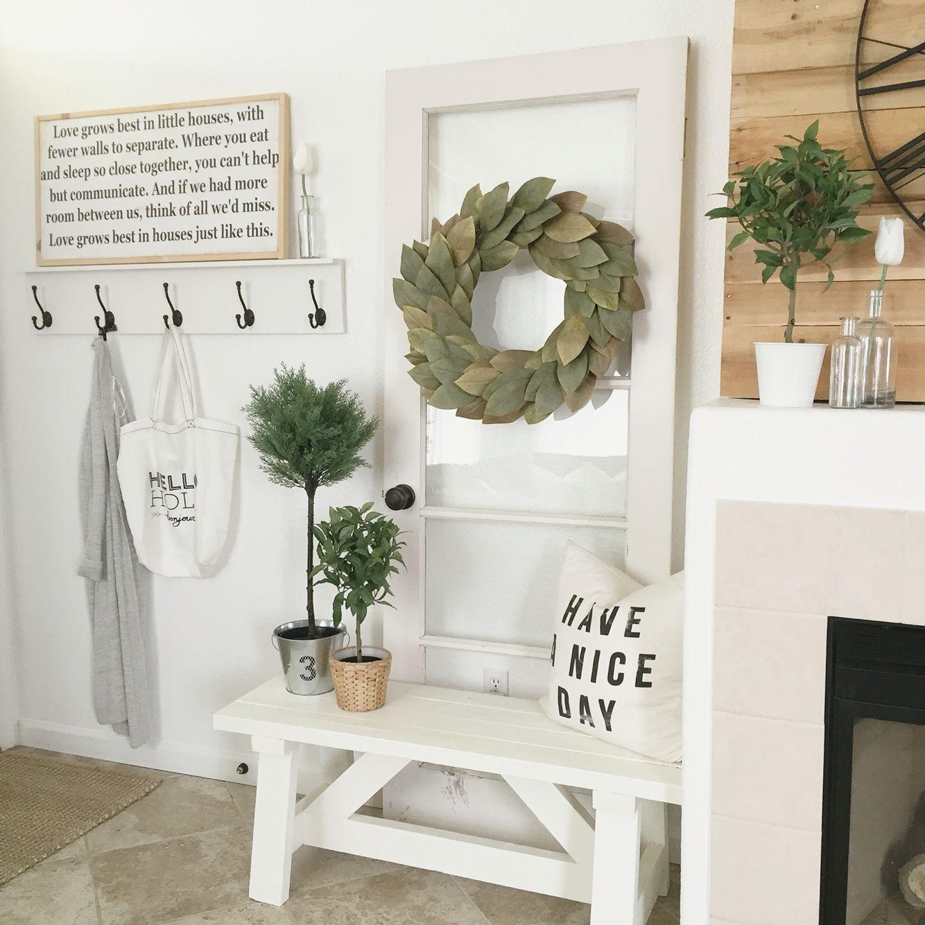 Hallway Farmhouse Decor: Decorsteals•Magnolia Wreath