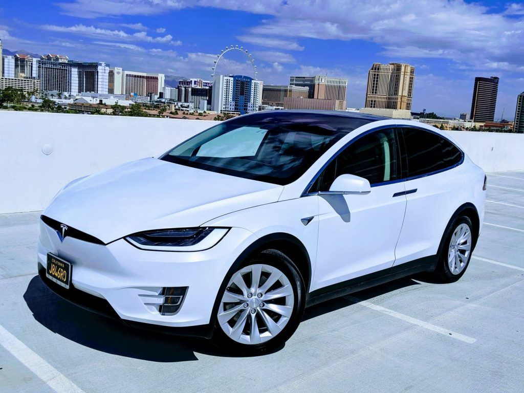 Model X / 2017 / Pearl White - 18910 | Only Used Tesla