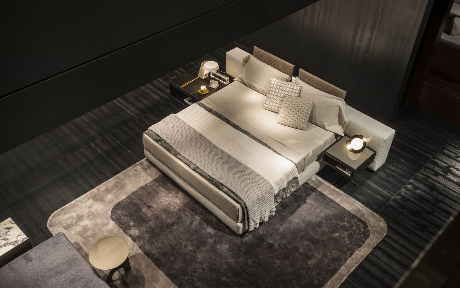 Yang offset bed on dibbets cambr rug rodolfo dordoni for Interni case lussuose