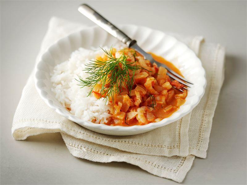Tomaattinen katkarapukastike on nopeasti valmistuvaa arkiruokaa. Lisää chiliä ruokaan makusi mukaan.