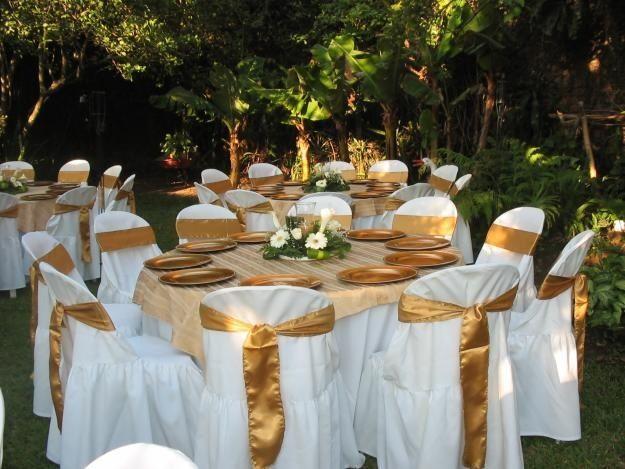 resultado de imagen para mesas para boda de color dorado y blanco