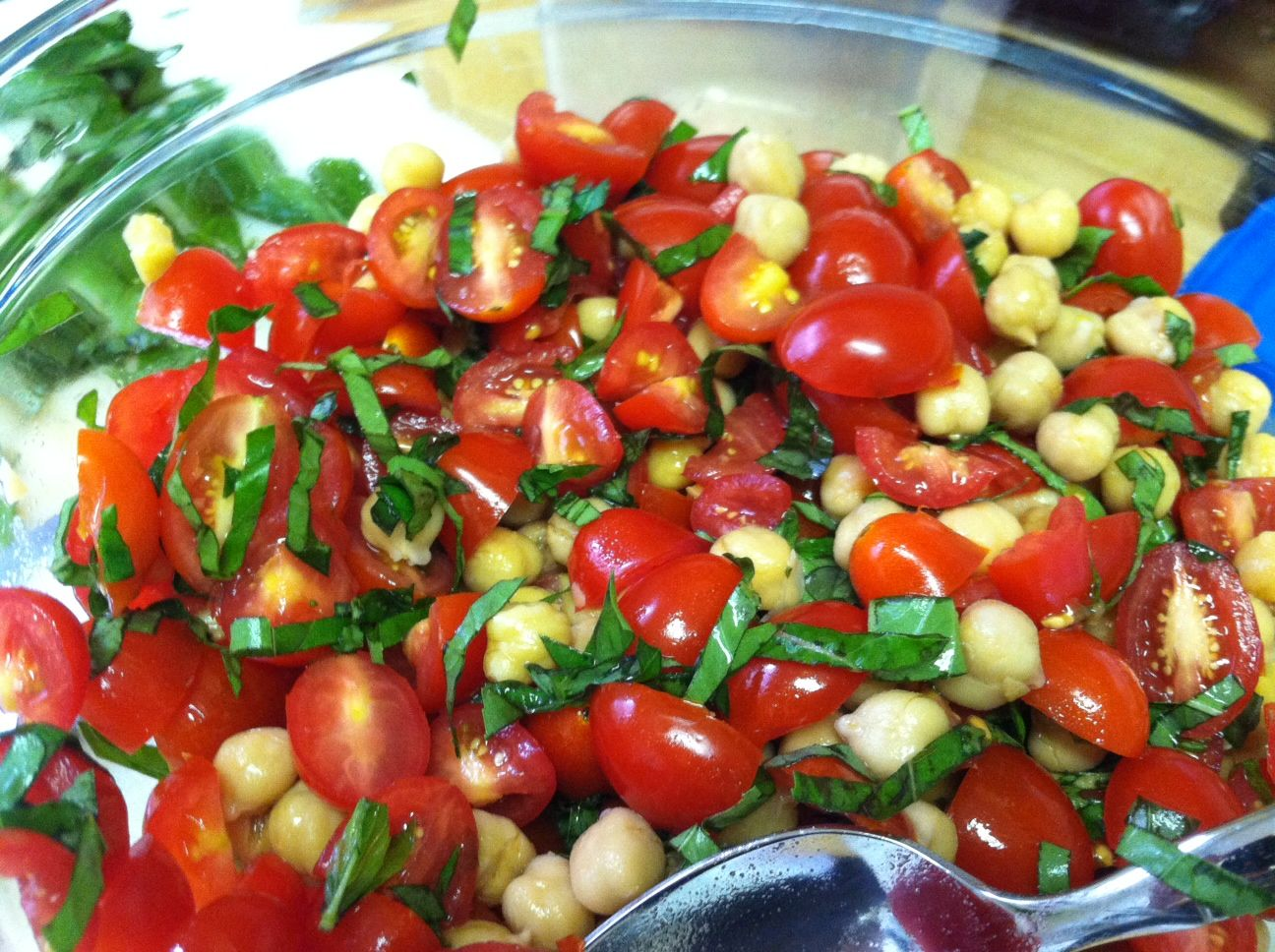 Chickpea, tomato and basil salad. Simple but so delicious!