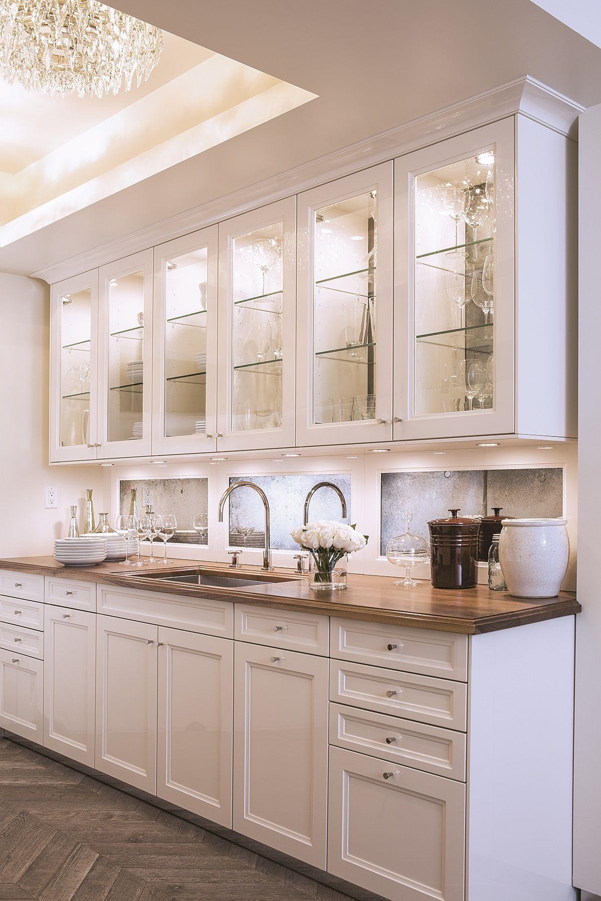 American Classic Interior Szukaj W Google White Kitchen Interior White Kitchen Interior Design Classic Kitchen Design