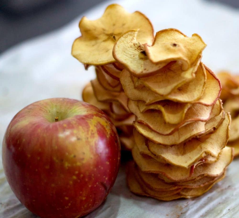 Homemade Crunchy Apple Chips Recipe – No Dehydrator Needed! #applechips