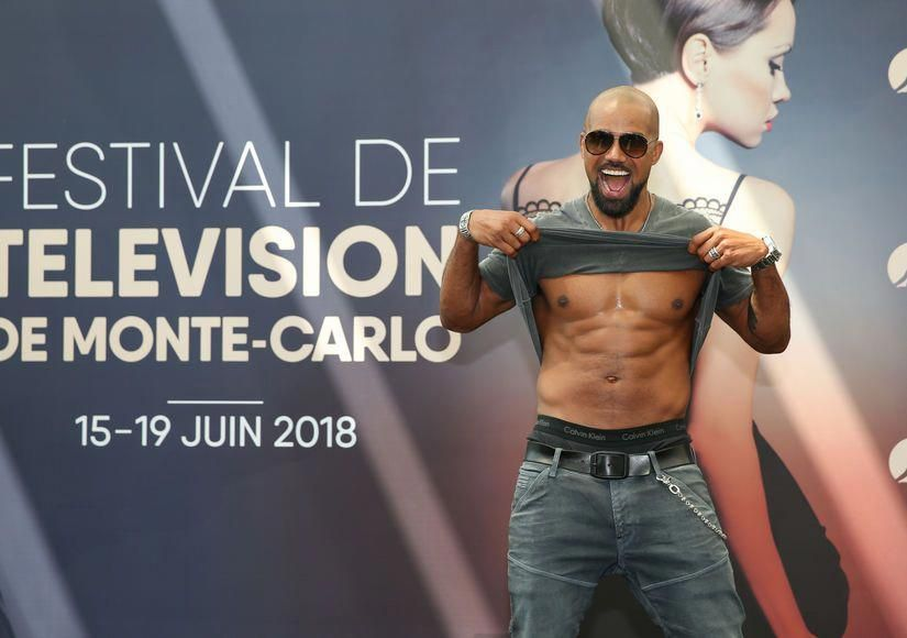 Cardi B Flaunts 6 Pack Abs In Instagram Video Watch Clip: Shemar Moore Flaunts His Six-Pack Abs