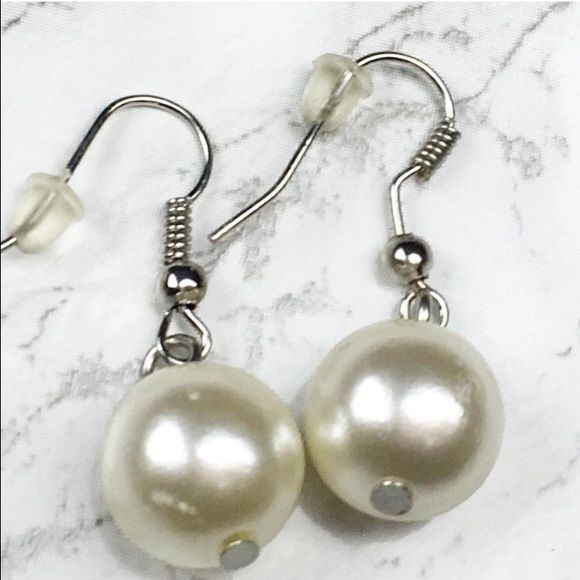 🌸5/$25🌸 Faux Pearl Dangle Earrings Lil+Lo Lil+Lo brand. Pearl earrings arrive in giftable condition: pretty black organza bag. NEW 🚫NO TRADES🚫 🎀 Bundles will always save you $$$🎀 Lil+Lo Jewelry Earrings
