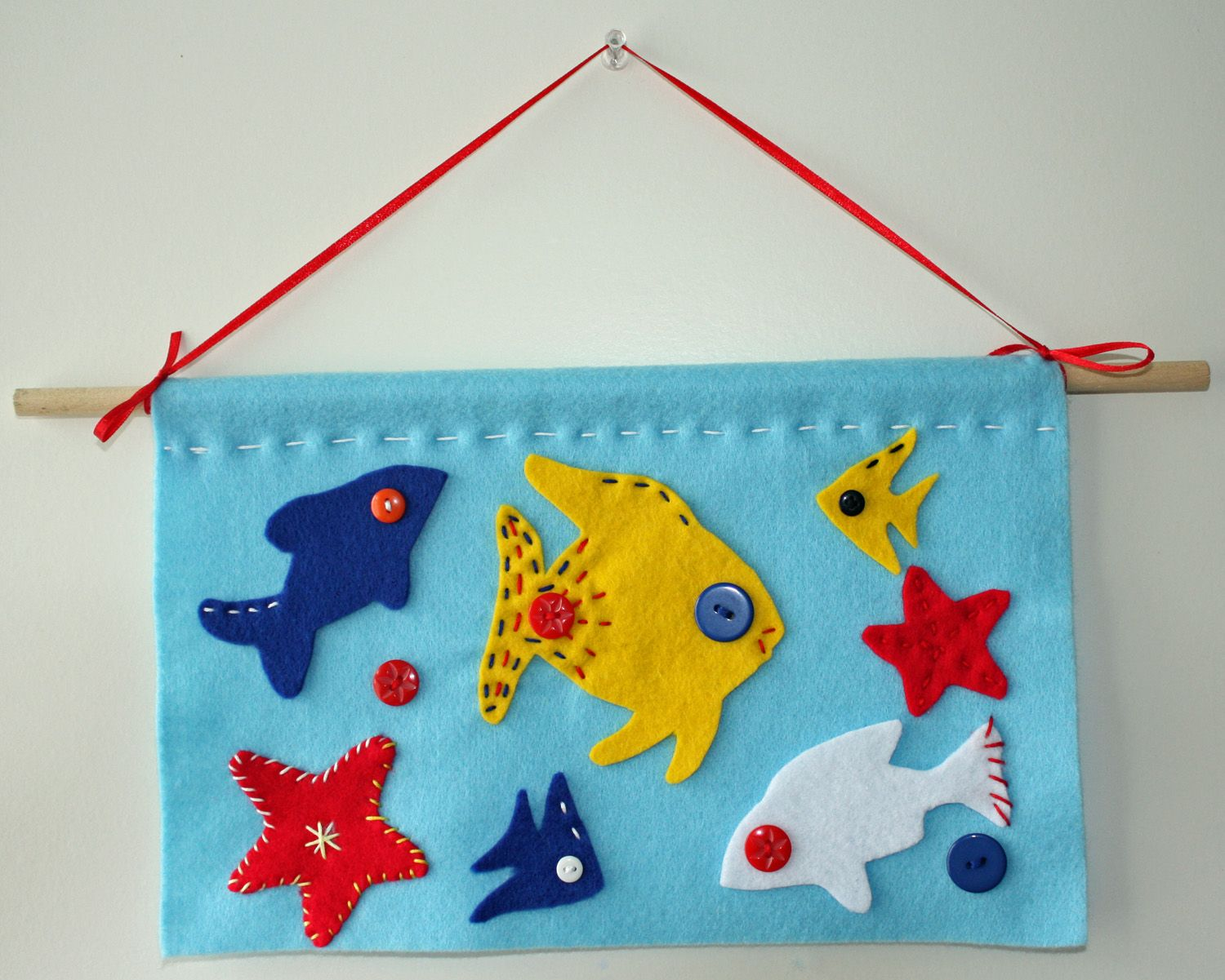 Craft and activities for all ages felt fish wall hanging for Felt arts and crafts