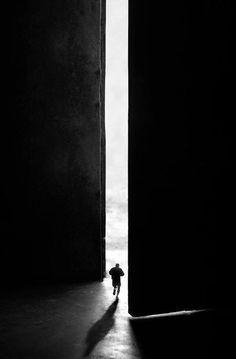 Resultado de imagen de door open people shadows