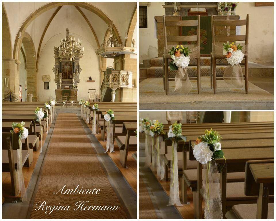 Kirchenschmuck mit Jutte und  mit verschiedene Blumensorten.