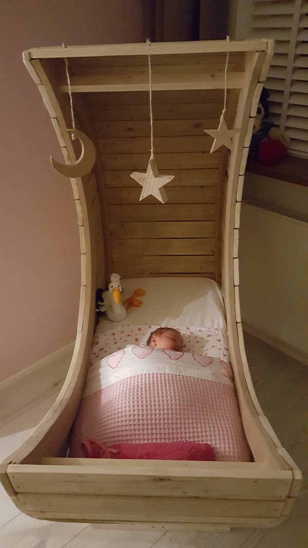 Homemade Pallet Half Moon Cradle Kids Baby Furniture