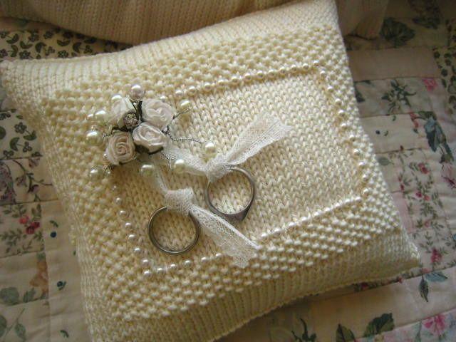 hand knit ring bearer pillow | Things I like | Pinterest