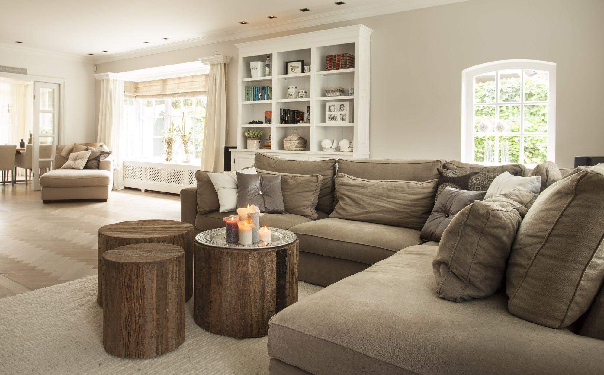 stoer en landelijk interieur interieurstijl minimalistisch huis thuis woonkamer woongedeelte beige woonkamers