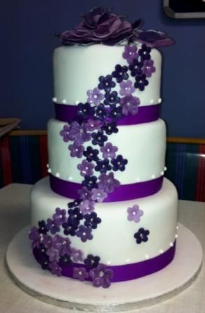 3 tier wedding cake with purple roses 3 tier wedding cake with purple fondant flowers willi 10348