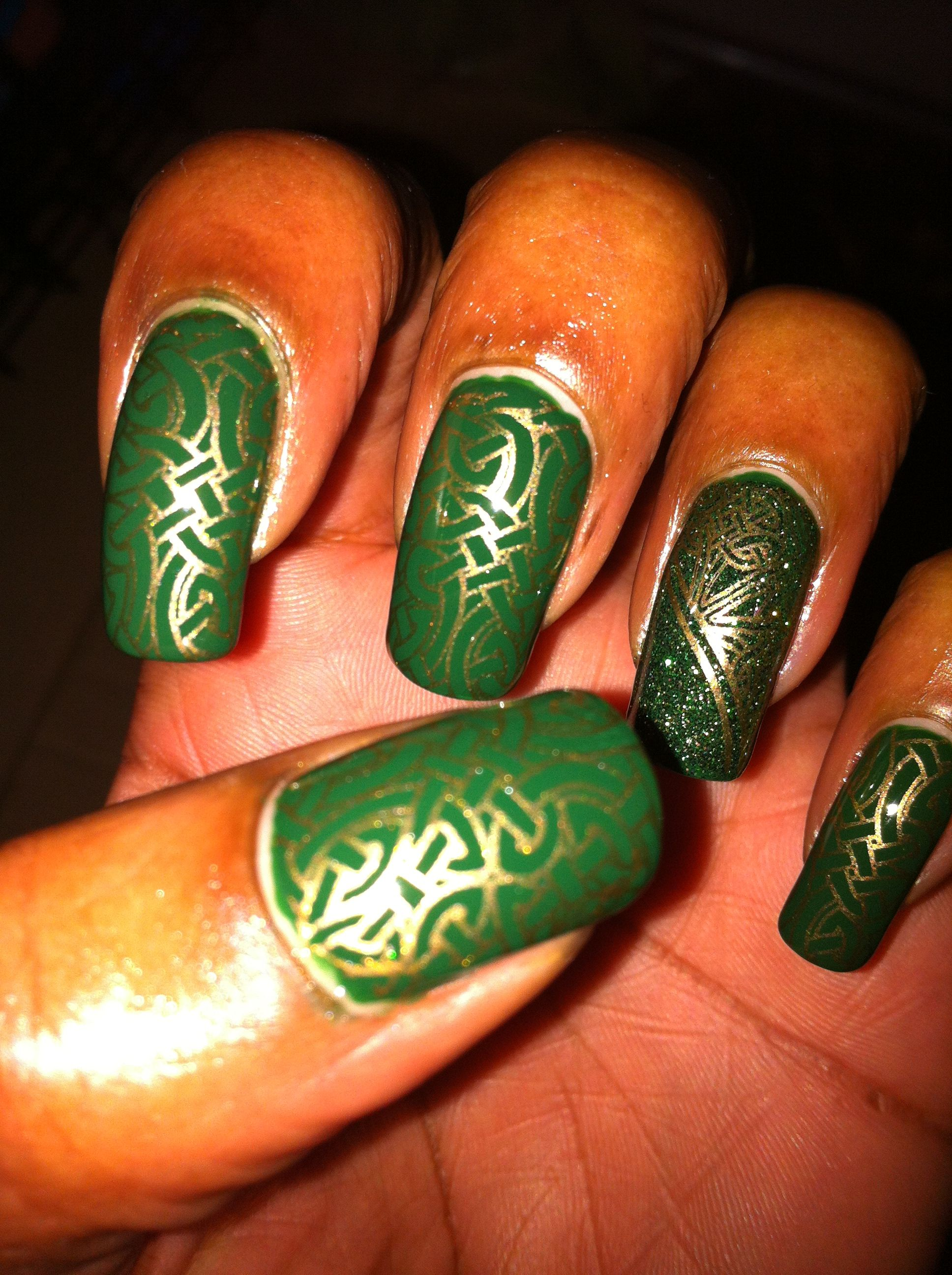 Dark green and gold | Nail Art Stamping Designs | Pinterest