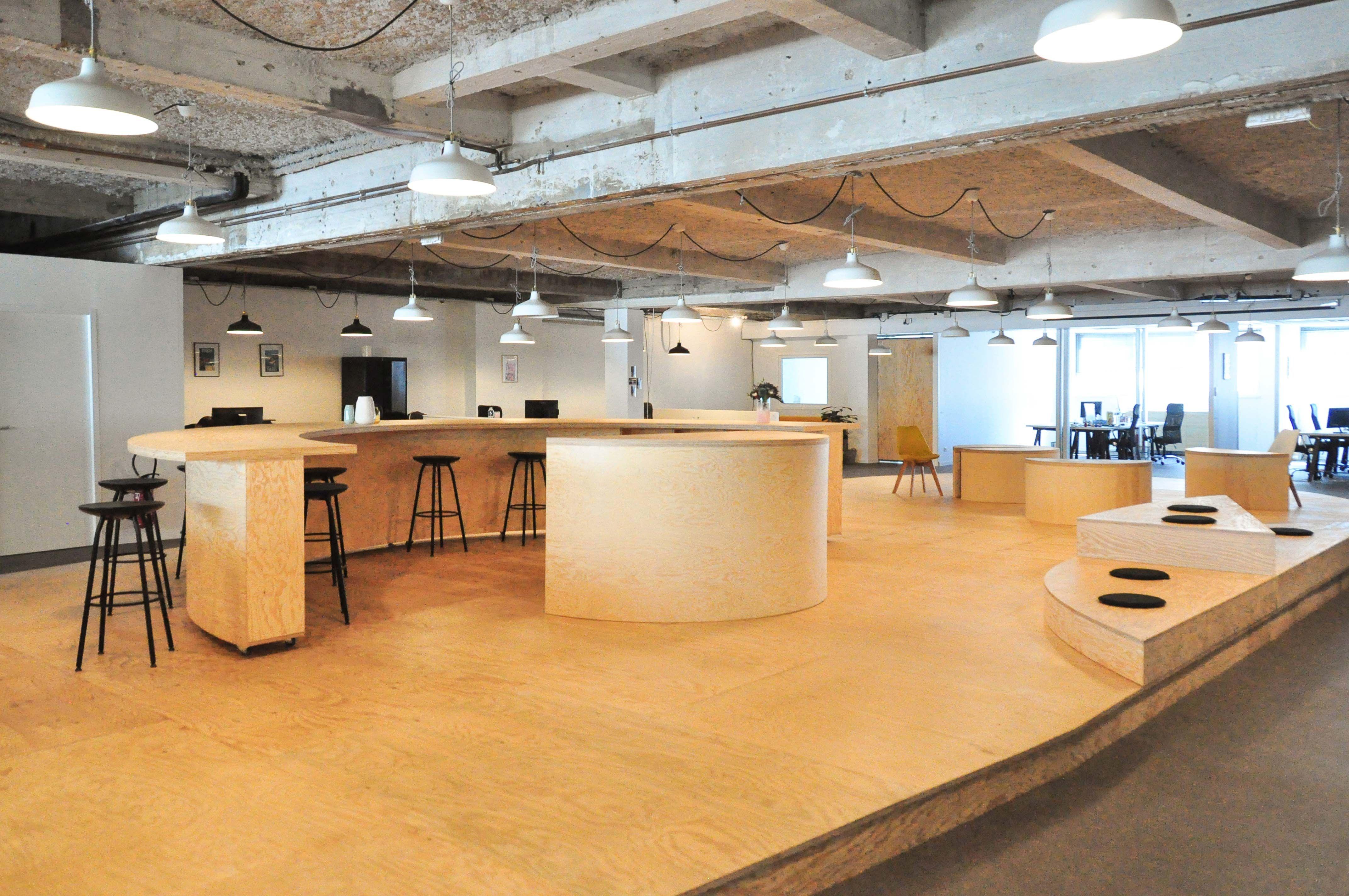 Snark Factory Bureaux open space avec plateforme centrale