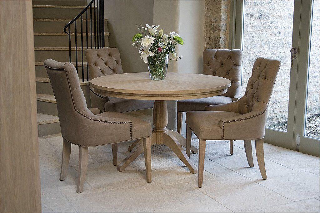 El color de las sillas y una mesa de vidrio redonda for Cristal redondo para mesa