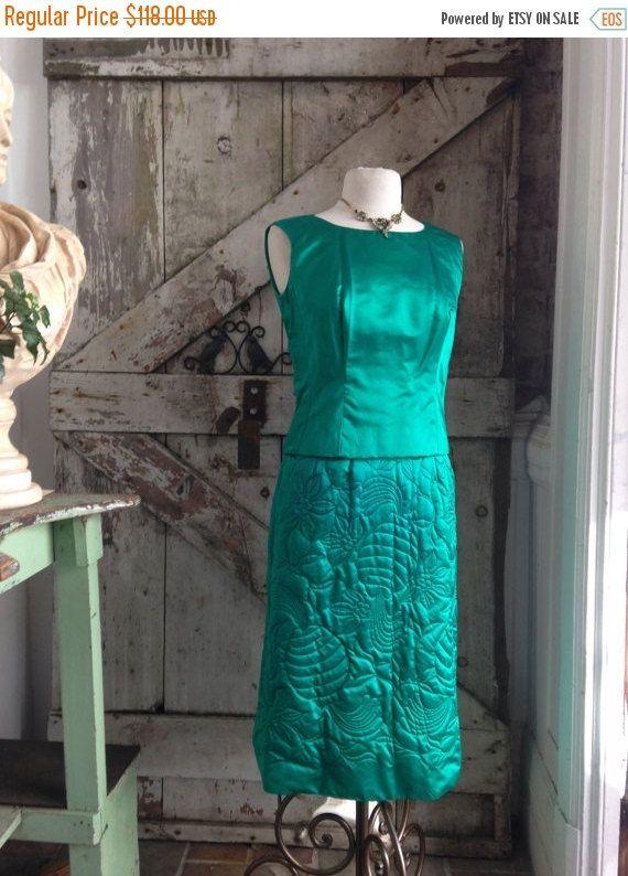 Vente des années 1960 robe de cocktail vert émeraude des années 60 3 pièces ensemble Vintage robe de soie dynastie veste matelassée d'automne