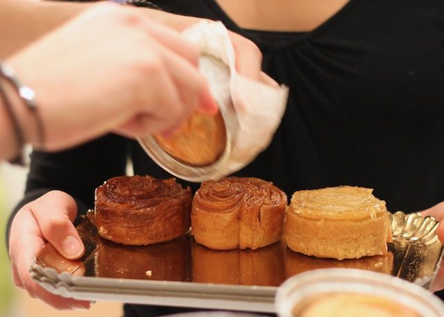 Kouign Amann. Fold the corners in and place in muffin tins. Then turn the muffins over so the sugar hardens on the bottom #kouignamannrecette