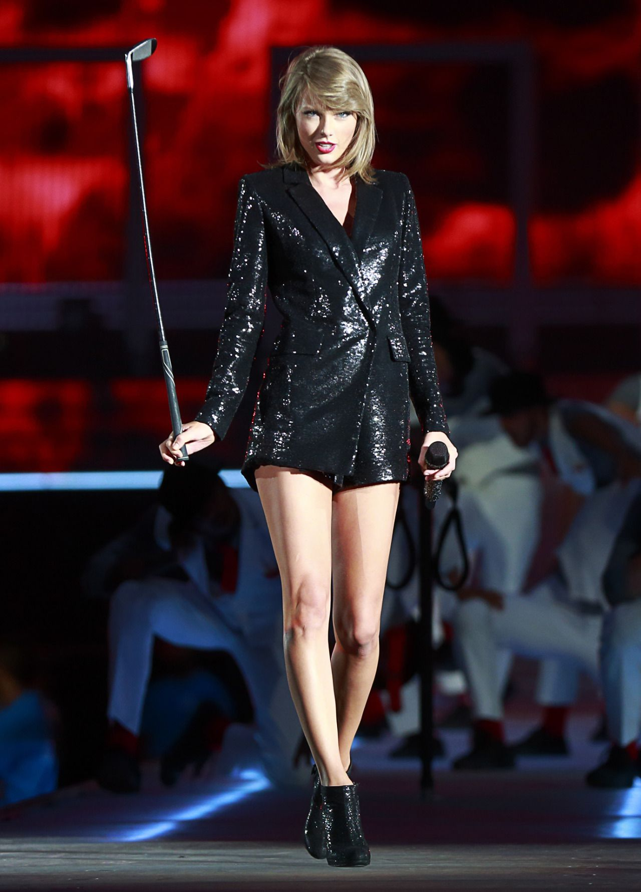 Taylor performing Blank Space during the 1989 World Tour