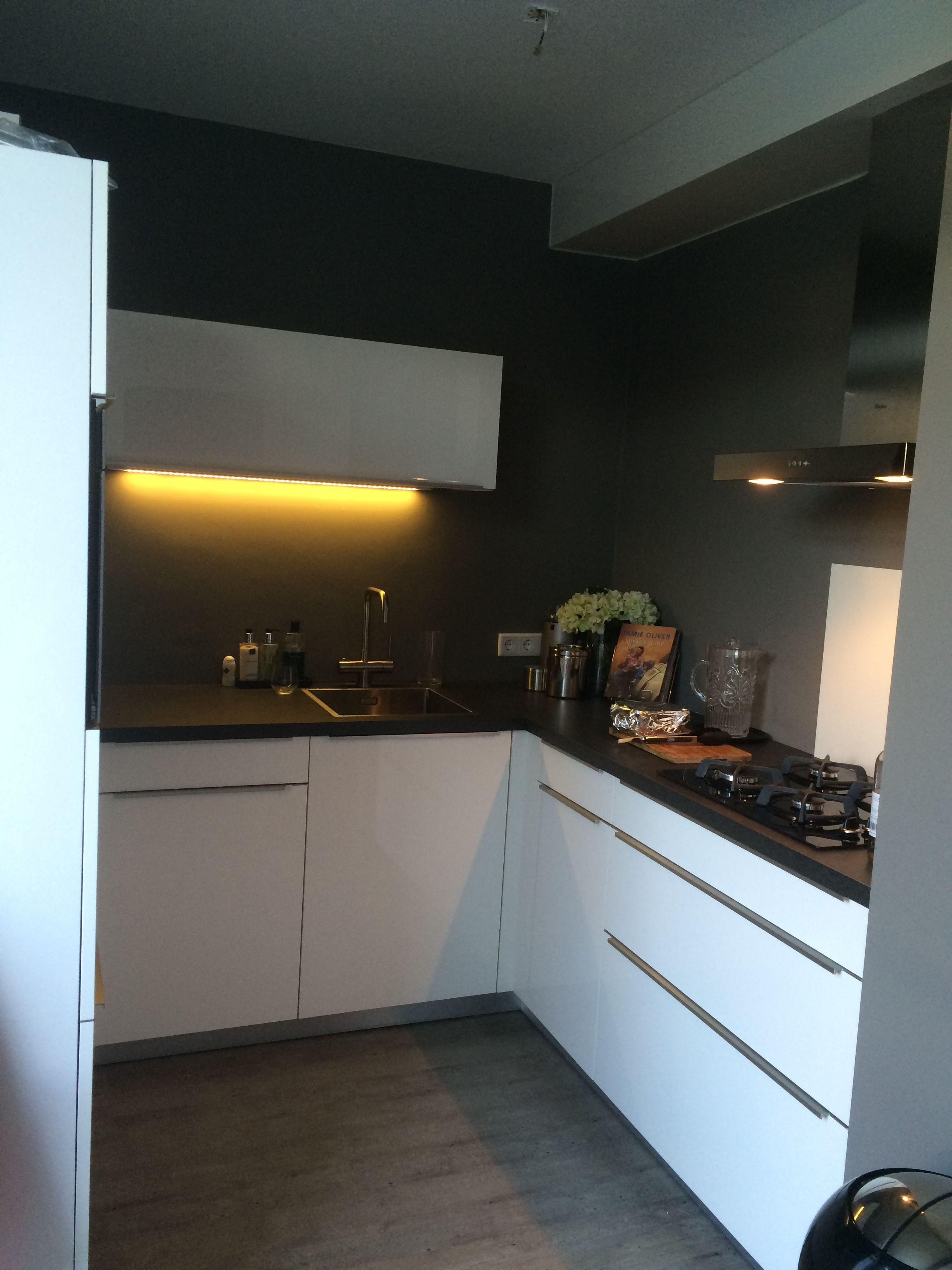 Dankuchen Hoogglans Witte Keuken Met Design Handgrepen Bauknecht Apparatuur Dan Kuchen Haus Bauknecht