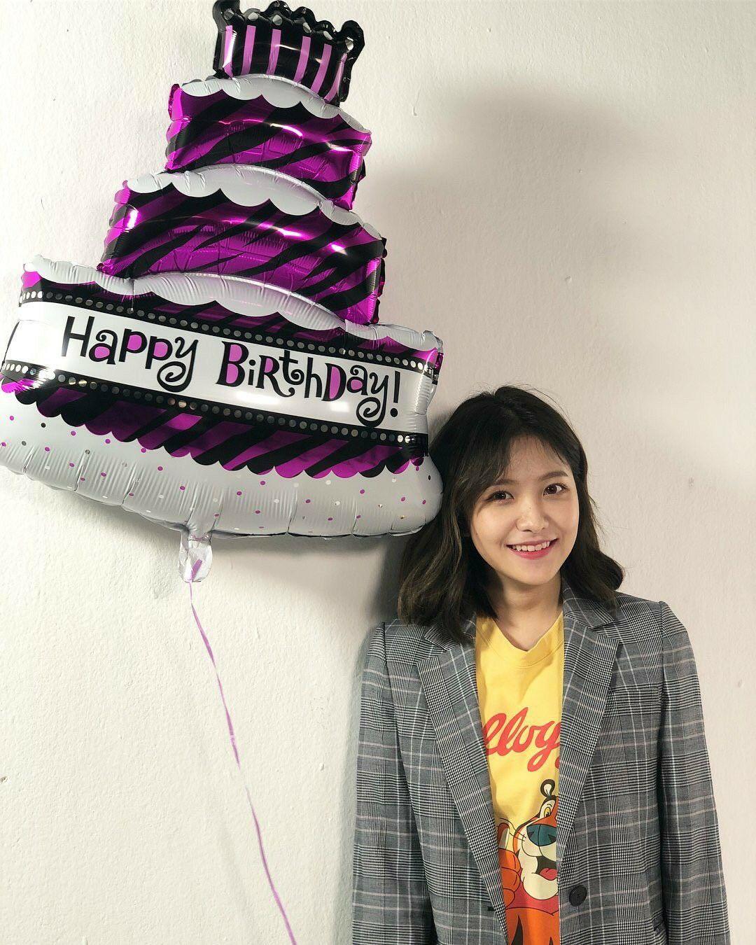 Lagu Happy Birthday Korea : happy, birthday, korea, Velvet, Korea,, Lagu,, Artis