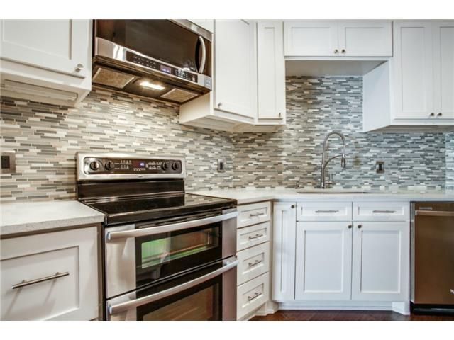 glass tile backsplash kitchen
