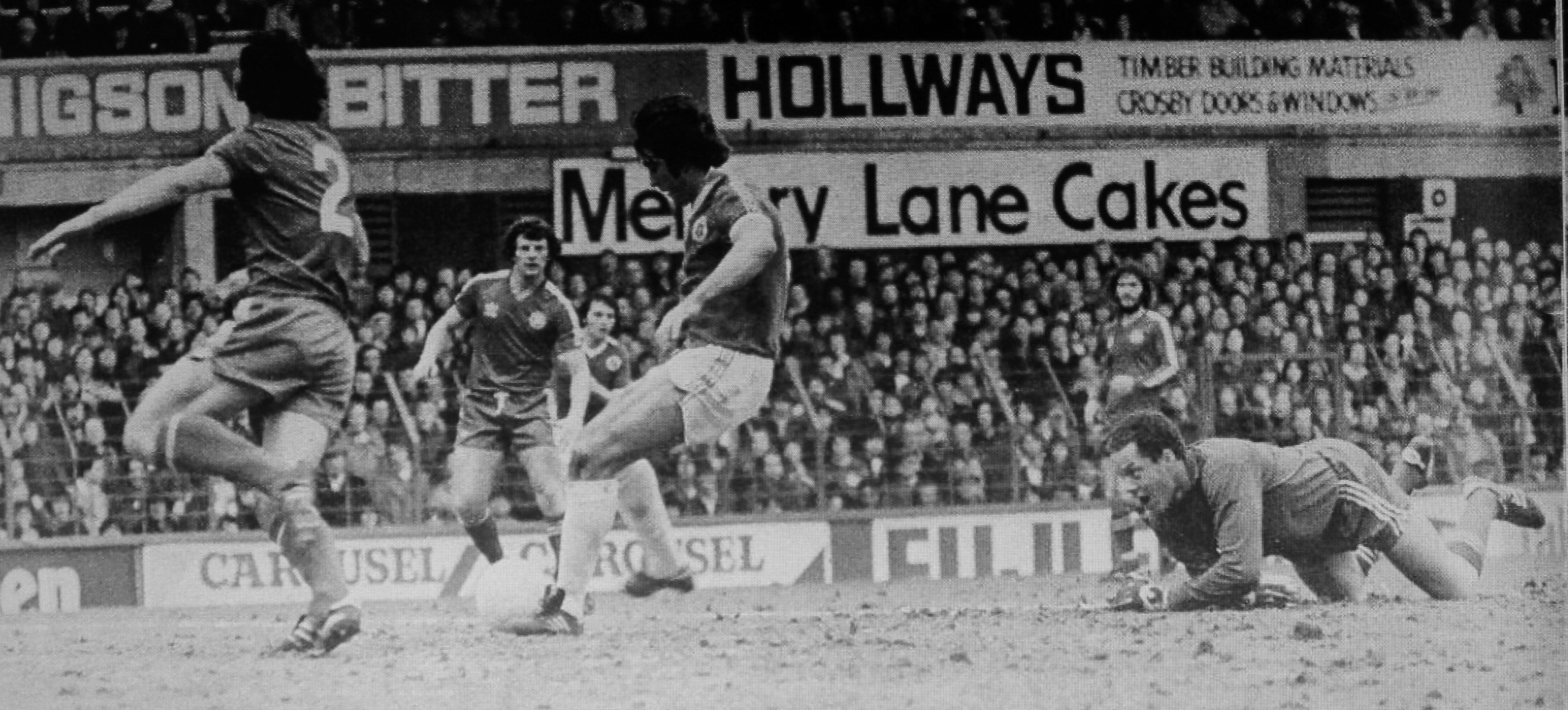 3 March 1979 Bob Latchford follows up to score Everton's first after his initial shot had struck QPR keeper, Richardson