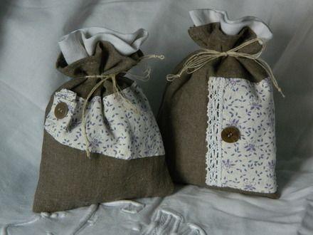 deux sachets de lavande liberty et dentelle ancienne confectinn par cannelle fil et tissu. Black Bedroom Furniture Sets. Home Design Ideas