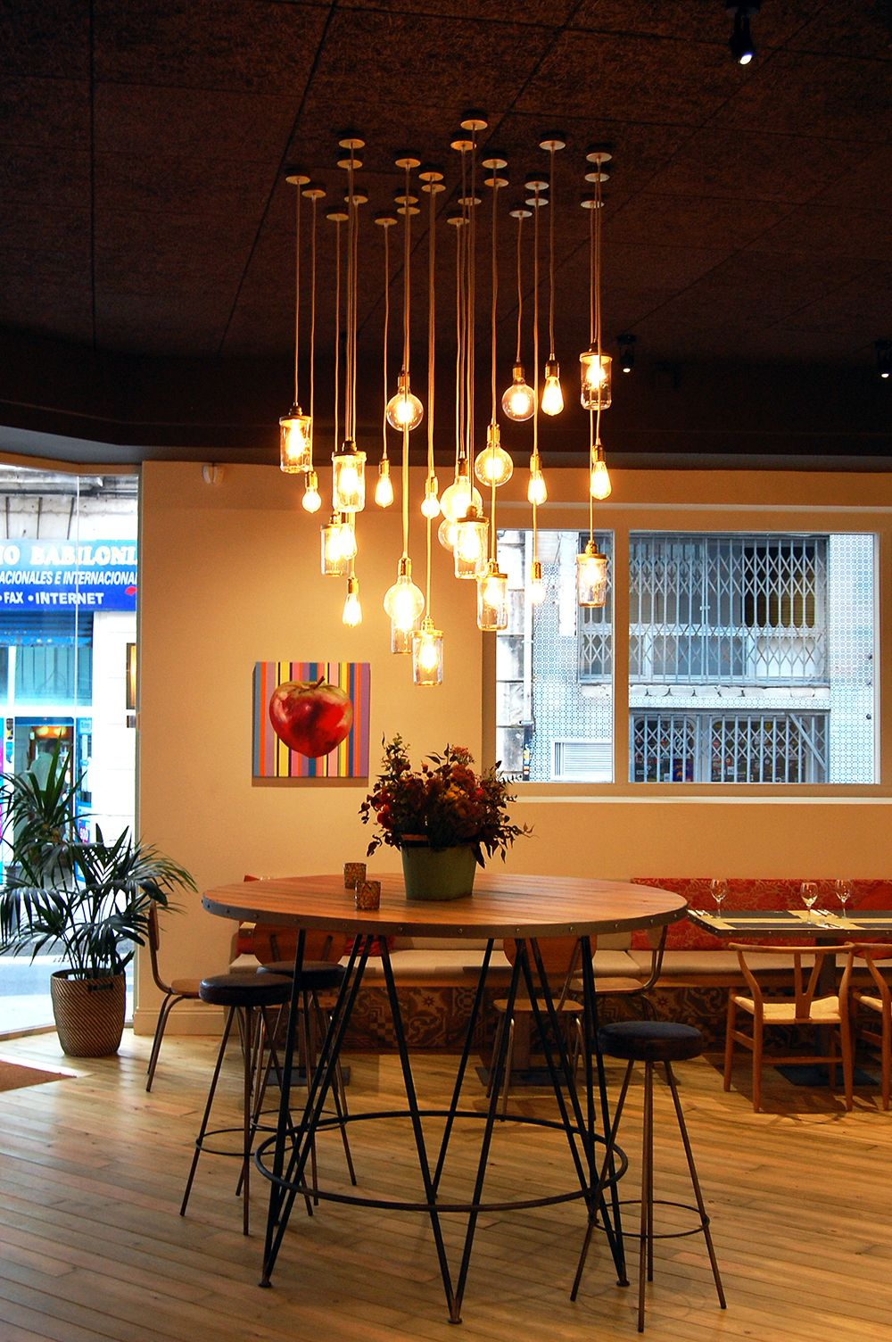 Iluminaci n de restaurante con lamparas de estilo vintage - Iluminacion estilo industrial ...