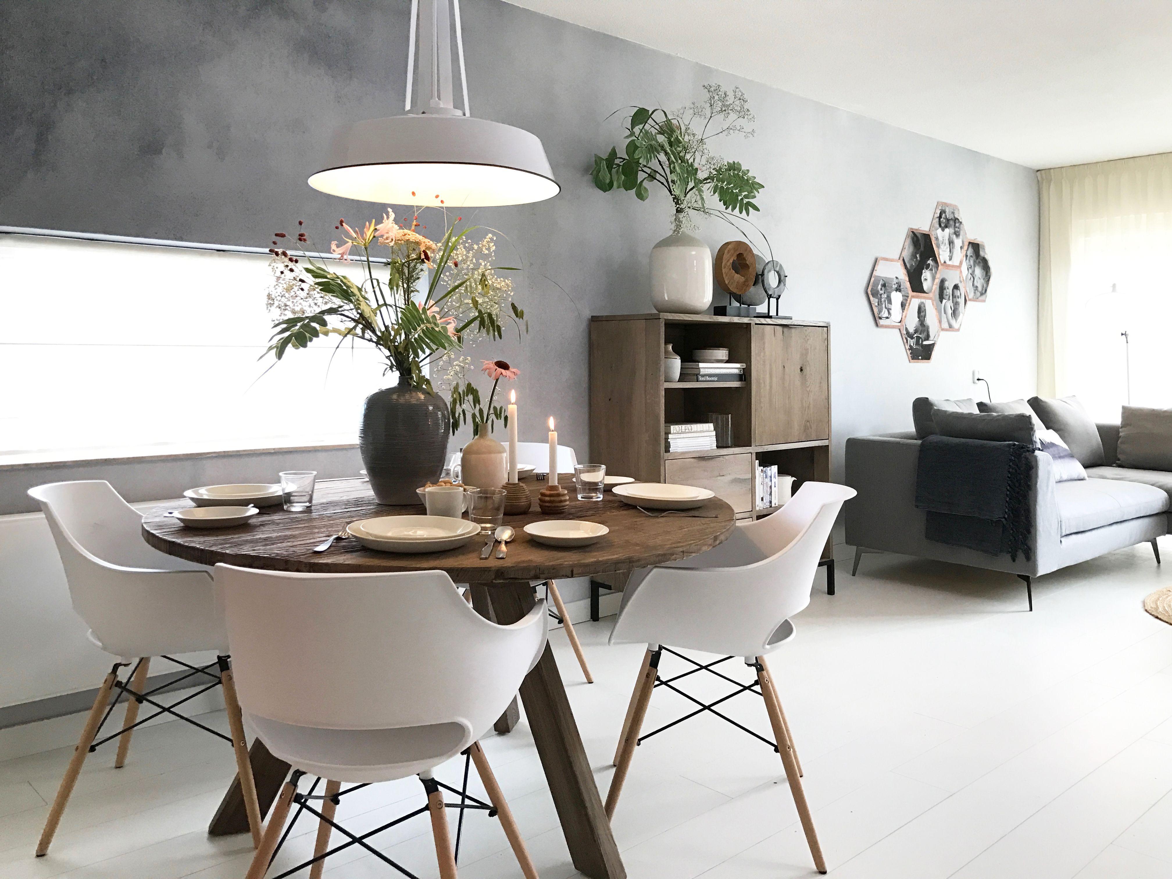 De warme, witte woonkamer metamorfose in Gouda | ✖ Architecture ...