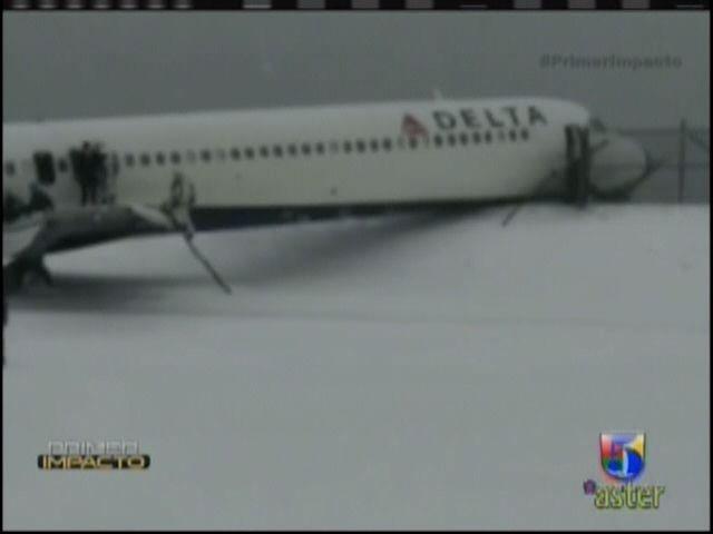 Grave Accidente Aereo: Avión Se Sale De La Pista Al Aterrizar #Video
