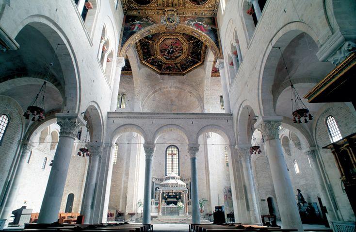 Basilica Di San Nicola Interno Bari Apulia Italy