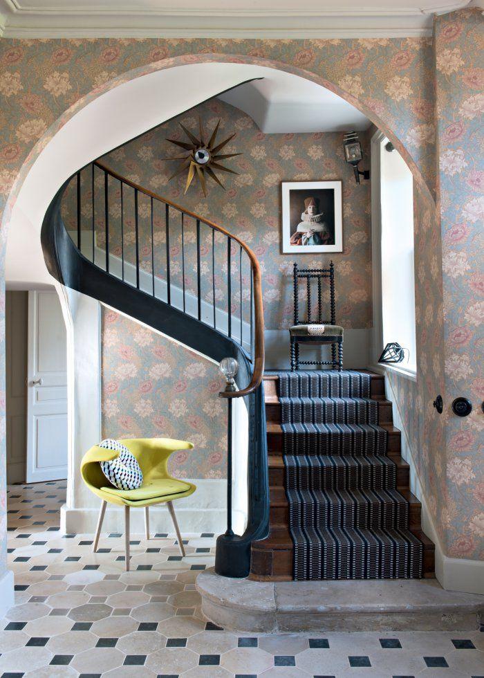 une b tisse du xixe si cle transform e en manoir moderne. Black Bedroom Furniture Sets. Home Design Ideas