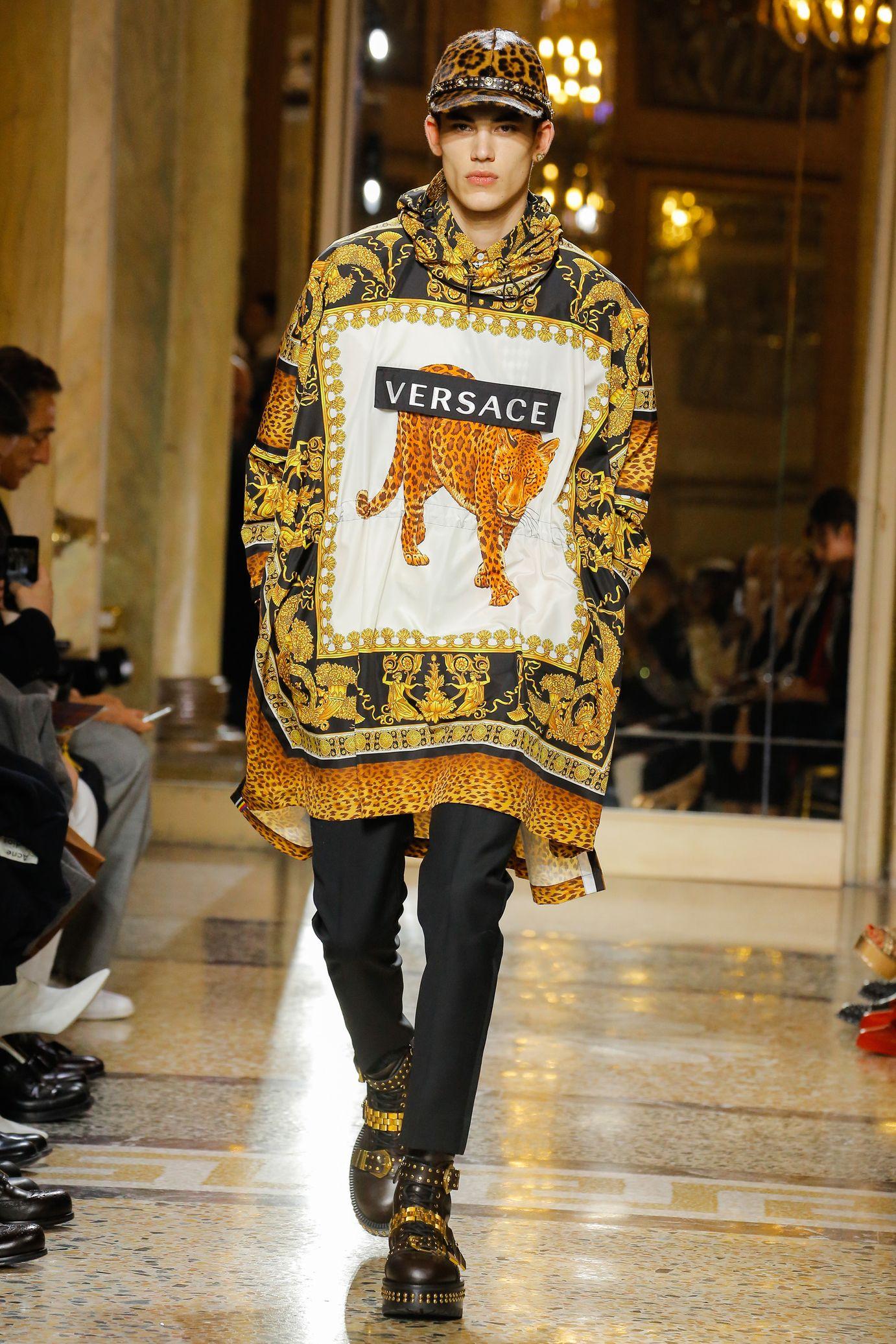 2401399b Versace: Fall/Winter 2018-2019 | cat | Fashion, Fall fashion trends ...