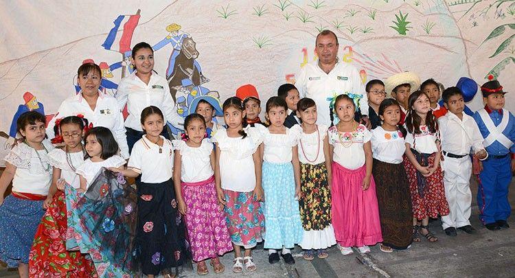 """Bajo el lema """"Orgullo de Ser Maderense"""" y en el marco de los 90 años de la fundación de Ciudad Madero, acudimos a distintos planteles de nivel básico para encabezar ceremonias cívicas, en las cuales se refrendó el compromiso que se tiene con la Educación"""