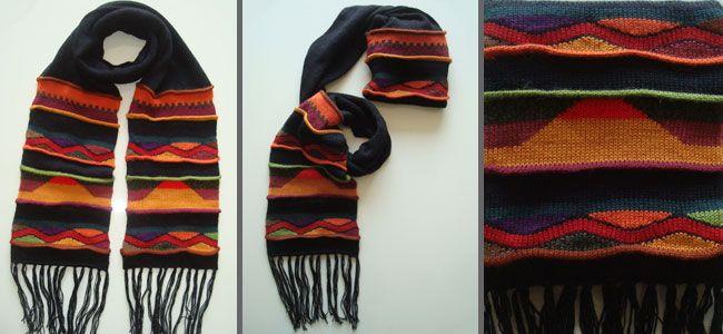 Alpaca wollen sjaal met strepen in zwart-oranje-rood met franjes, is dubbel uitgevoerd zodat de sjaal zowel als muts en sjaal gebruikt kan worden, Prijs indicatie 39,37 Euro