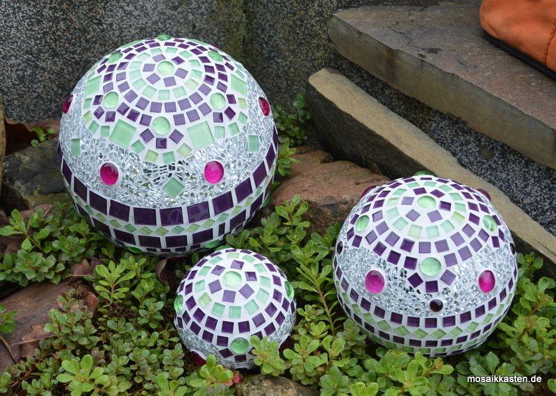 rosenkugel lila gr n spiegel in verschiedenen gr en bowling ball mosaik diy mosaik und. Black Bedroom Furniture Sets. Home Design Ideas