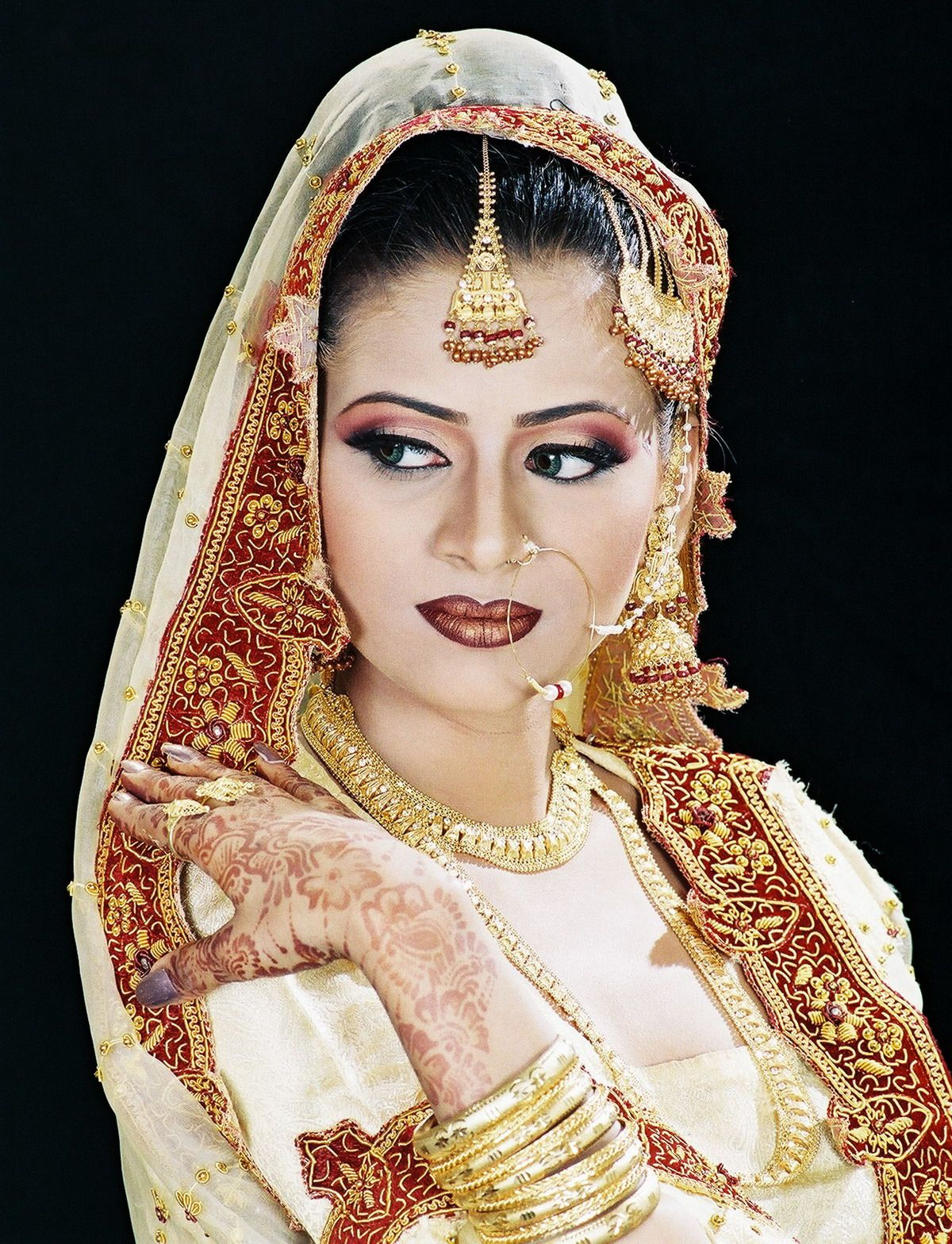 indian bridal makeup wear hairstyles dresses jewellery mehndi