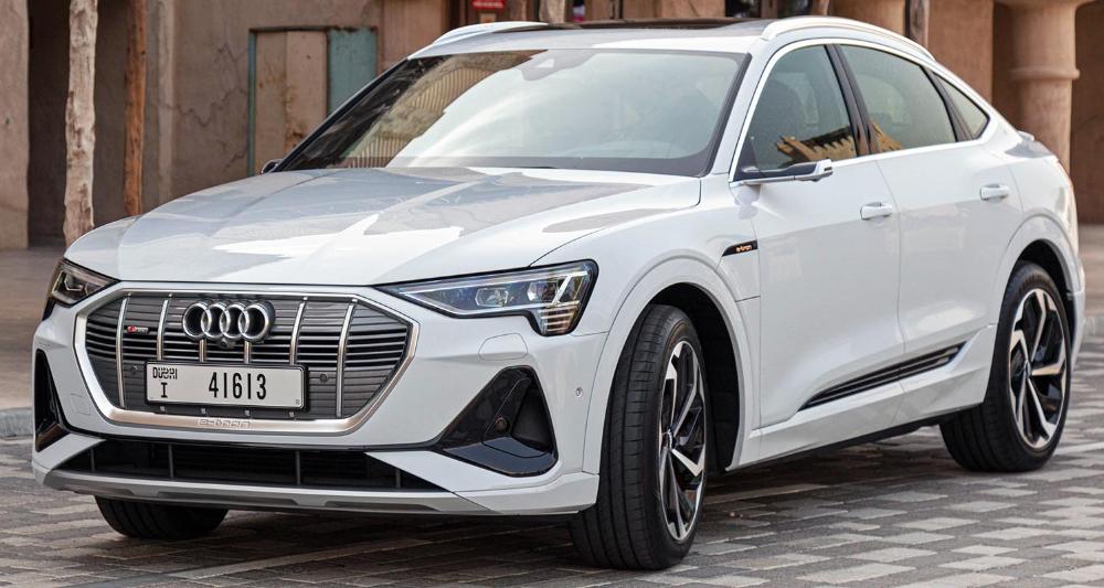 أودي إي ترون سبورتباك 2021 الجديدة كليا الكروس أوفر كوبيه الكهربائية الرائعة موقع ويلز In 2020 Audi E Tron Car Audi