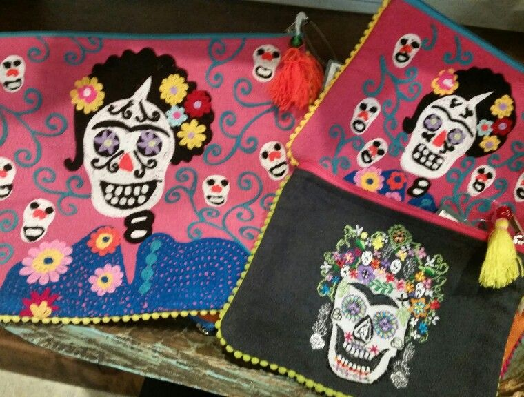 Catrina Handbags at Barrio Antiguo 725 Yale St #HoustonTexas #HoustonHeights  ( 713 ) 880 2105 sales@barrioantiguofurniture.com