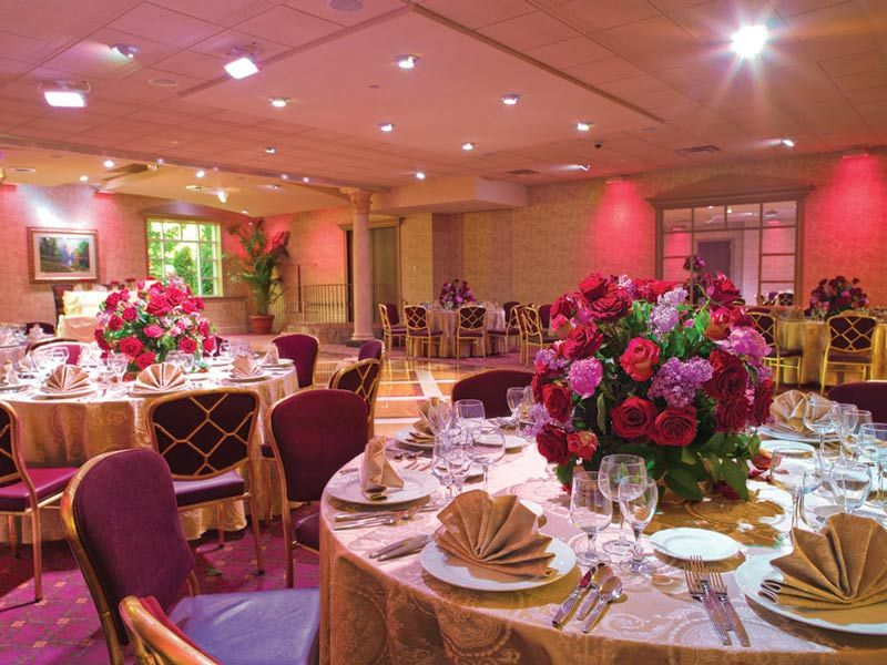 Crest Hollow Cc Patterned Table Coverings And Red Roses For