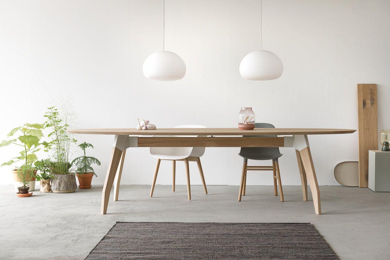 Eettafel Lino heeft een ovale bladvorm  Verkrijgbaar met een slijtvast linoleum werkblad of in