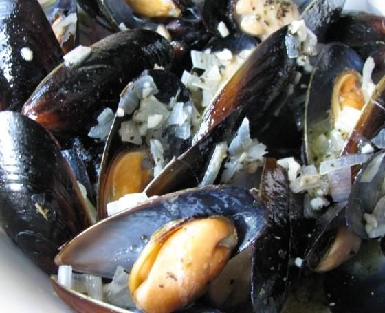 I am obsessed with Carrabas Mussels... This recipe is the SAME