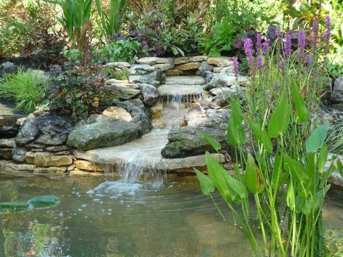 garten wasserfall selber bauen steine wasser pflanzen natur ...