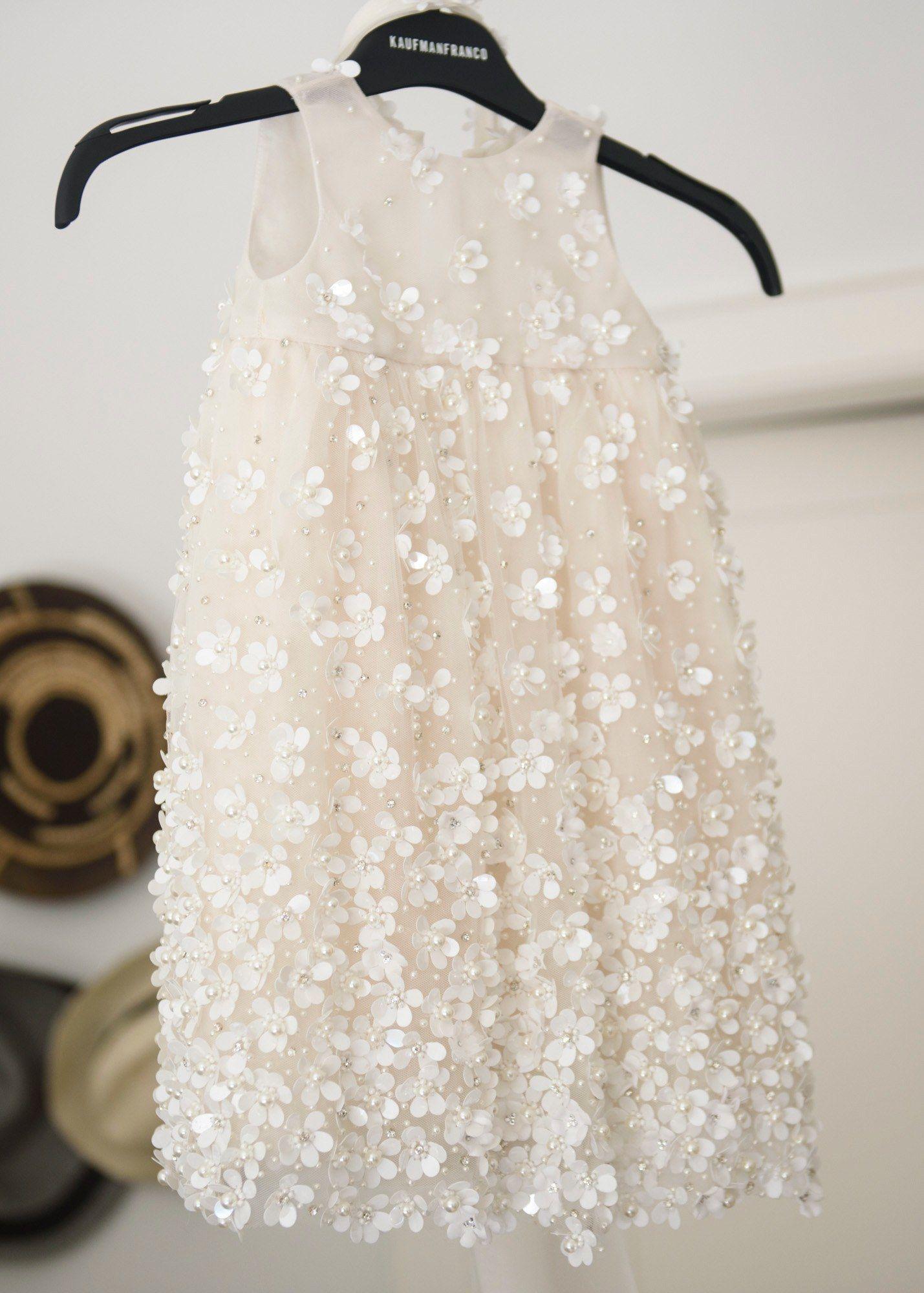 440a50422 Vestido de daminha com aplicações de flores 3D! | Daminhas e pajens ...